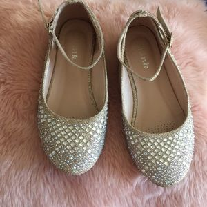 Size 2 girls sparkle dress shoe
